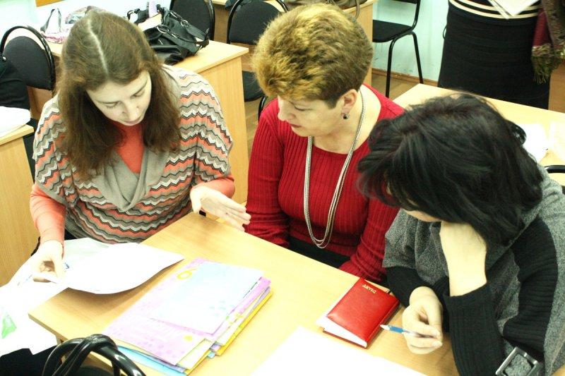 Фото к Мирный атом  на учительском столе!