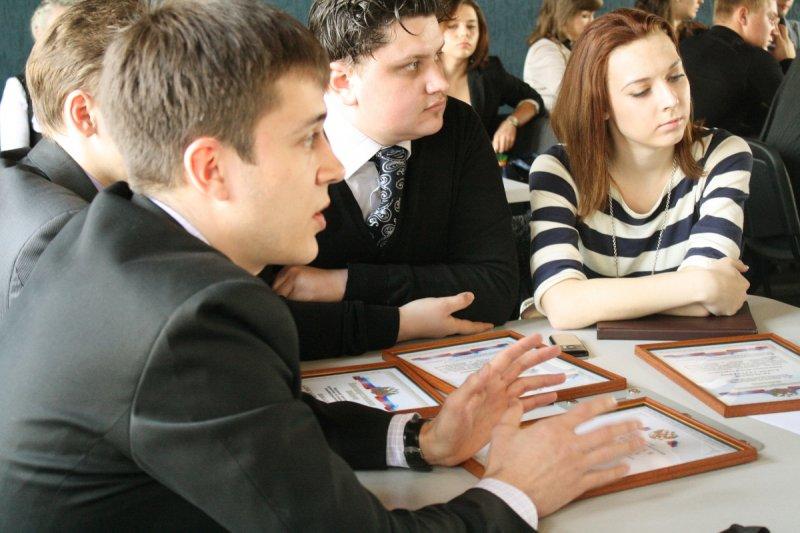 Фото к Активисты молодежных движений в Информационном центре по атомной энергии.