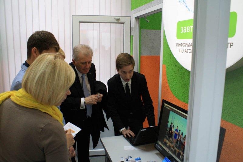 Фото к В информационном центре по атомной энергии прошла выставка инновационных достижений КГТУ