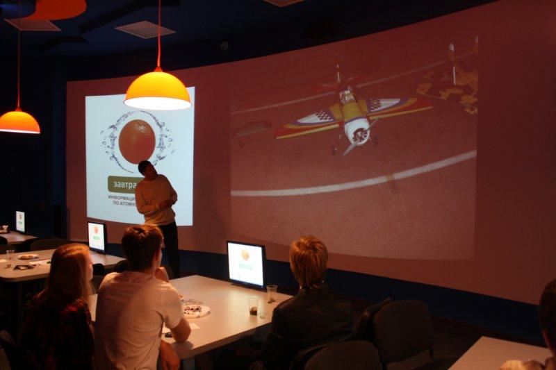 Фото к Калининградские авиамоделисты рассказали школьникам о своей деятельности