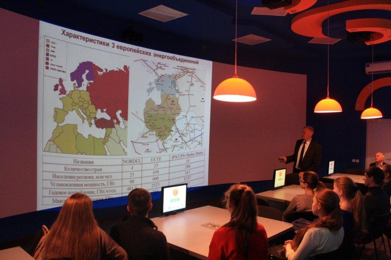 Фото к в Калининградском ИЦАЭ состоялось совместное с КГТУ профориентационное мероприятие для учащихся школ области с участием ведущего специалиста региона в сфере электроэнергетики
