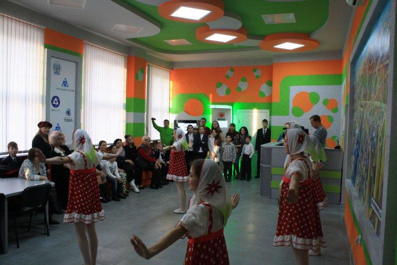 Фото к В новый год с песнями и танцами на «Атомной елке»