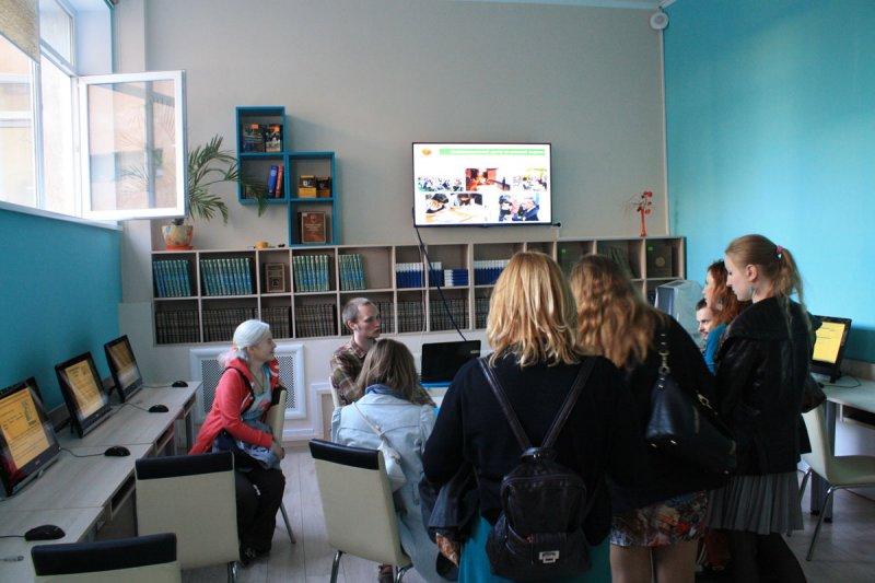 Фото к Александр Архангельский: «Библиотеки должны брать на вооружение цифровые технологии»