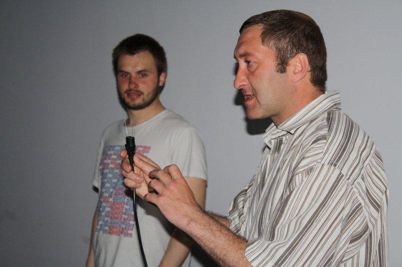 Фото к Огурцы в розетке и сосиски-электрогриль
