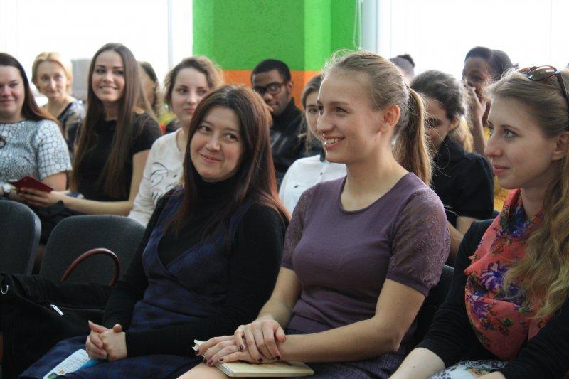 Фото к Ругаться по-русски легче, чем читать стихи!